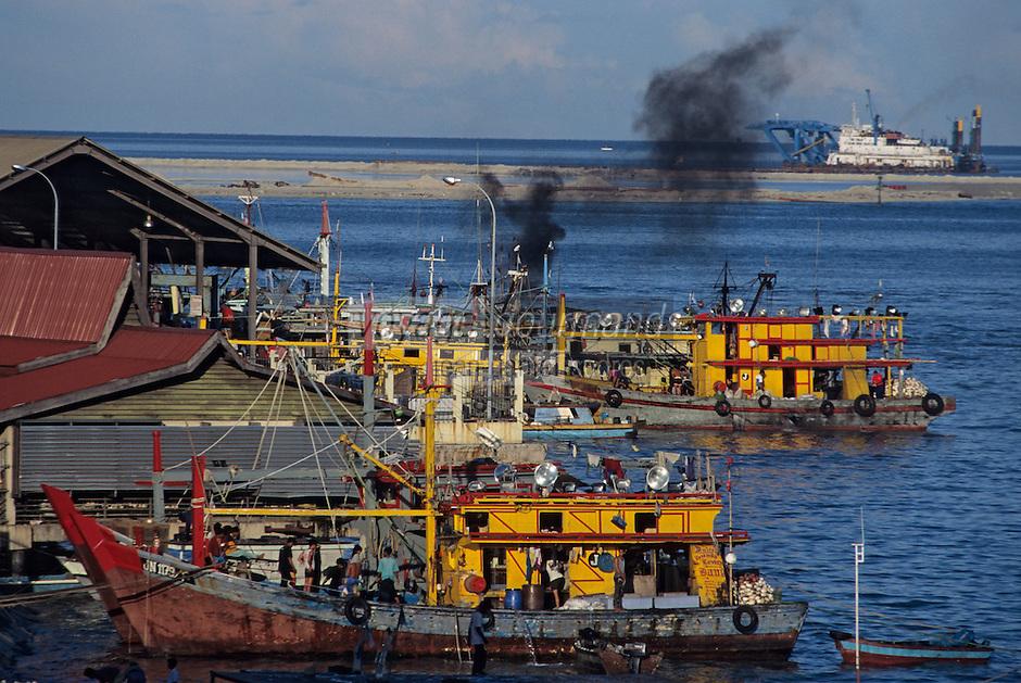 Asie/Malaisie/Bornéo/Sabah/Kota Kinabalu: Le port, les docks et les bateaux