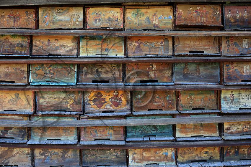 The apiary that belonged to Anton Jansa (1734-1773) is the most famous of the Slovenian beekeepers' apiaries. <br /> He wrote two treatises on apiculture and discovered that the drones fertilize the queen the outside of the hive during the nuptial flight.///Le rucher de Anton Jansa (1734-1773), c'est le plus célèbre des apiculteurs slovènes.<br /> Il a écrit deux traités d'apiculture et a découvert que les faux-bourdons fécondent la reine a l'extérieur de la ruche lors du vol nuptial.