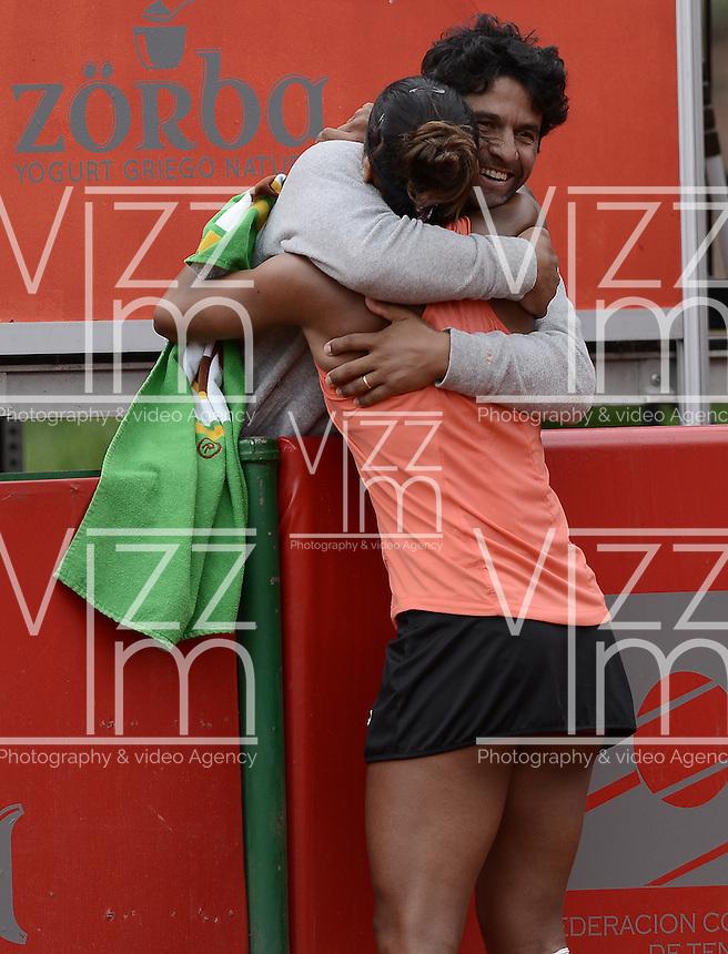 BOGOTÁ -COLOMBIA. 19-04-2015. Teliana PEREIRA (BRA) celebra el triunfo sobre Yaroslava SHVEDOVA (KAZ) en partido por la final del Claro Open Colsanitas WTA 2015 disputado en el club El rancho de la ciudad de Bogota hoy 19 de abril de 2015./ Teliana PEREIRA (BRA) celebrates ther victory over Yaroslava SHVEDOVA (KAZ) inthe match for the final of Claro Open Colsanitas WTA 2015 played at El Rancho Clud court in Bogotá, Colombia today 19 April of 2015. Photo: VizzorImage/ Gabriel Aponte / Staff