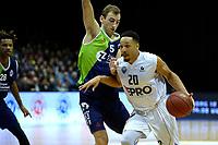 GRONINGEN - Basketbal, Donar - ZZ Leiden, Martiniplaza,  Dutch Basketball League, seizoen 2017-2018, 09-12-2017,  Donar speler Brandyn Curry met Leiden speler Marijn Ververs