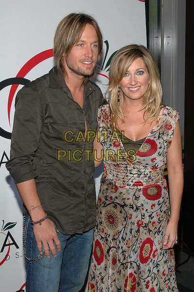 KEITH URBAN & LEE ANN WOMACK.At The Country Music Awards held at the Time Warner Building,.New York, 7th September 2005.half length grey gray black shirt red green print pattern dress beard stubble.Ref: ADM/PO.www.capitalpictures.com.sales@capitalpictures.com.© Capital Pictures.