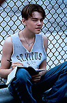 FILMBILD / T: Jim Carroll - In den Straßen von New York / Basketball Diaries, The D: Leonardo DiCaprio R: Scott Kalvert P: USA J: 1995 PO: Szenenbild RU: Kinder-/Jugendfilm DA: Halbportrait, -  Filmstill // HANDOUT / EDITORIAL USE ONLY! / Please note: Fees charged by the agency are for the agency's services only, and do not, nor are they intended to, convey to the user any ownership of Copyright or License in the material. The agency does not claim any ownership including but not limited to Copyright or License in the attached material. By publishing this material you expressly agree to indemnify and to hold the agency and its directors, shareholders and employees harmless from any loss, claims, damages, demands, expenses (including legal fees), or any causes of action or allegation against the agency arising out of or connected in any way with publication of the material.