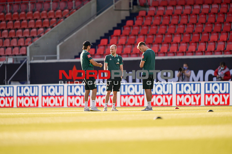 Davy Klaassen (Werder Bremen #30), Niclas Füllkrug / Fuellkrug (Werder Bremen #11), #Sebastian Langkamp (Werder Bremen #15), vor dem Spiel im Stadion<br /> <br /> <br /> Sport: nphgm001: Fussball: 1. Bundesliga: Saison 19/20: Relegation 02; 1.FC Heidenheim vs SV Werder Bremen - 06.07.2020<br /> <br /> Foto: gumzmedia/nordphoto/POOL <br /> <br /> DFL regulations prohibit any use of photographs as image sequences and/or quasi-video.<br /> EDITORIAL USE ONLY<br /> National and international News-Agencies OUT.