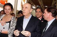 SAO PAULO, SP, 09 DE MAIO DE 2012 - APAS 2012- JOSÉ SERRA VISITA A FEIRA APAS 2012- José Serra visitou na tarde desta quarta-feira (09) a Apas 2012 no Expo Center Norte em São Paulo.(FOTOS: AMAURI NEHN/BRAZIL PHOTO PRESS)