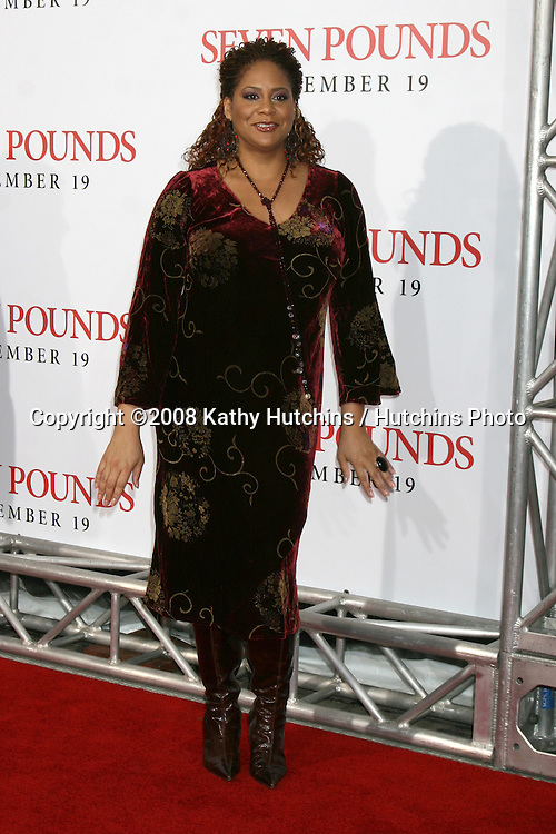 """Kim Coles  arriving at the Premiere of """"Seven Pounds"""" at the Mann's Village Theater in Westwood, CA on December 15, 2008.©2008 Kathy Hutchins / Hutchins Photo..                ."""