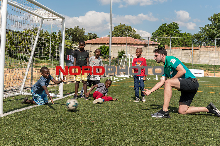 08.01.2019, AMANDLA Save Hub, Johannesburg, RSA, TL Werder Bremen Johannesburg Tag 06 - Besuch des AMANDLA Save Hub<br /> <br /> im Bild / picture shows <br /> <br /> Stefanos Kapino (Werder Bremen #27)<br /> <br /> **** Attention *** **** Attention *** <br /> <br /> Only be used for the purpose of documenting the Safe-Hub visit on 08 January 2019<br /> <br /> Foto © nordphoto / Kokenge