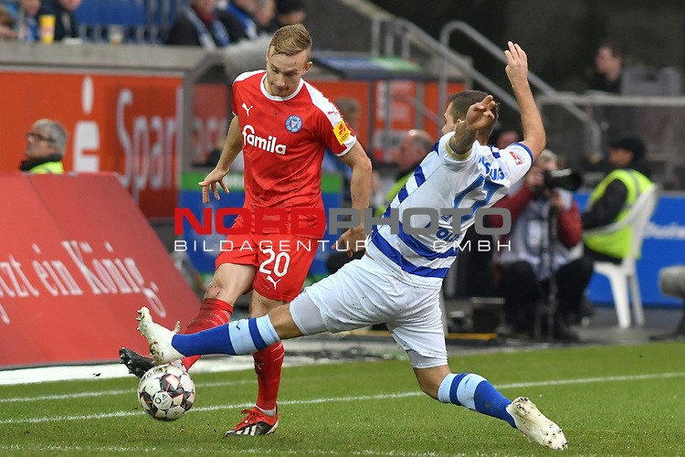 02.12.2018, Schauinsland-Reisen-Arena, Duisburg, GER, 2. FBL, MSV Duisburg vs. Holstein Kiel, DFL regulations prohibit any use of photographs as image sequences and/or quasi-video<br /> <br /> im Bild v. li. im Zweikampf Jannik Dehm (#20, Holstein Kiel) Kevin Wolze (#17, MSV Duisburg) <br /> <br /> Foto &copy; nordphoto/Mauelshagen