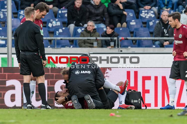 09.02.2019, HDI Arena, Hannover, GER, 1.FBL, Hannover 96 vs 1. FC Nuernberg<br /> <br /> DFL REGULATIONS PROHIBIT ANY USE OF PHOTOGRAPHS AS IMAGE SEQUENCES AND/OR QUASI-VIDEO.<br /> <br /> im Bild / picture shows<br /> Kevin Akpoguma (Neuzugang Hannover 96 #14) liegt verletzt auf Spielfeld, Verletzung rechte Schulter, wird von Ralf Blume (Chef Physiotherapeut Hannover 96) gest&uuml;tzt, Prof. Dr. Axel Partenheimer behandelt Akpoguma w&auml;hrend Spielunterbrechung, <br /> <br /> Foto &copy; nordphoto / Ewert