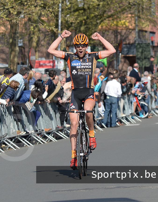 2 daagse Gaverstreek 2015 :<br /> <br /> Sander Cordeel komt als winnaar over de streep van de 2e rit<br /> Foto VDB / Bart Vandenbroucke