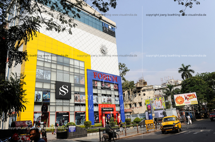 INDIA Westbengal, Kolkata, Forum shopping mall in Elgin Road / INDIEN, Westbengalen, Kolkata, Forum shopping mall in der Elgin Road