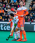 ROTTERDAM - Mirco Pruijser (NED)  met Miguel Delas (Spain)  tijdens   de Pro League hockeywedstrijd heren, Nederland-Spanje (4-0) . COPYRIGHT KOEN SUYK