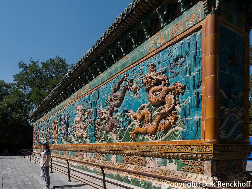 Neundrachenmauer JiuLongBin im BeiHai Park, Peking, China, Asien<br /> Nine-dragon-wall JiuLongBin in Beihai Park, Beijing, China, Asia