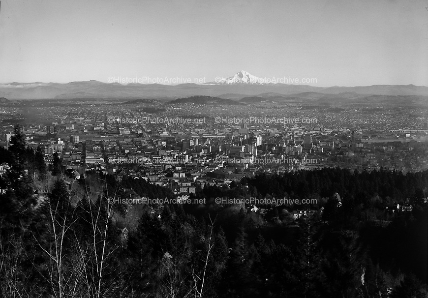 9969-370000   Bird's-eye view of Portland from Kings Heights. 1937