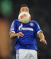 FUSSBALL   1. BUNDESLIGA  SAISON 2012/2013   7. Spieltag   FC Schalke 04 - VfL Wolfsburg        06.10.2012 Marco Hoeger (FC Schalke 04)  Einzelaktion am Ball