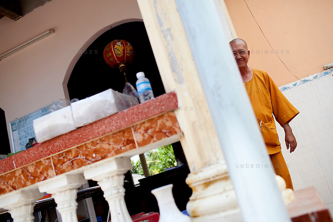 Thich Thien Tri, a monk at the Long Co Tu pagoda, which uses clean water provided by the Tien Phat enterprise in the Luong Hoa Lac commune.