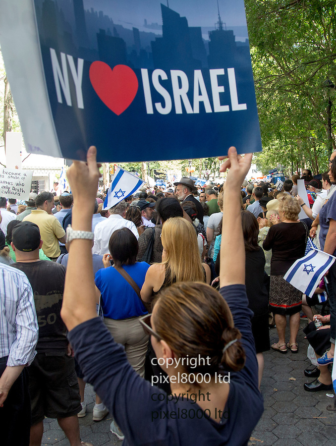 Pic shows: UN<br /> <br /> United Nations building in New York today where a huge pro Israeli rally of 10000 people was taking place.<br /> <br /> slogans included Kick Hamas Ass and Israel Has The Right To Defend Itself.<br /> <br /> NY loves Israel<br /> <br /> <br /> <br /> Pic by Gavin Rodgers/Pixel 8000 Ltd