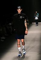 SAO PAULO, SP, 25.04.2019 - MODA-SP - Desfile da grifre Cacete Company durante a edição 47 da São Paulo Fashion Week, no Espaço Arca zona oeste de São Paulo, nesta quinta-feira, 25. <br /> <br /> (Foto: Fabricio Bomjardim / Brazil Photo Press )