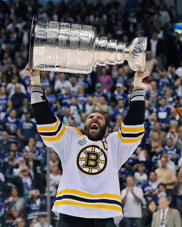 (Vancouver, BC) Boston Bruins' captain Zdano Chara celebrate winning the Stanley Cup over Vancouver Canucks in Vancouver on Wednesday, June 15, 2011.