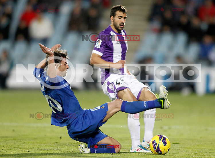Getafe's Juan Valera (l) and Real Valladolid's Mikel Balenziaga during La Liga match.November 18,2012. (ALTERPHOTOS/Acero) NortePhoto