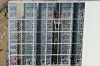 4415/Hochregallager :EUROPA, DEUTSCHLAND, HAMBURG, SCHLESWIG- HOLSTEIN 09.06.2005: Moebel Kraft baut an der A1 bei Barsbuettel Verkaufsgebaude und dieses Hochregallager, Eigentuemer von Moebel Kraft ist der Moebel Unternehmer Kurt Krieger, Logistik, dieser Teil des Hochregellagers ist noch nicht verkleidet, Luftaufnahme, Luftbild,  Luftansicht