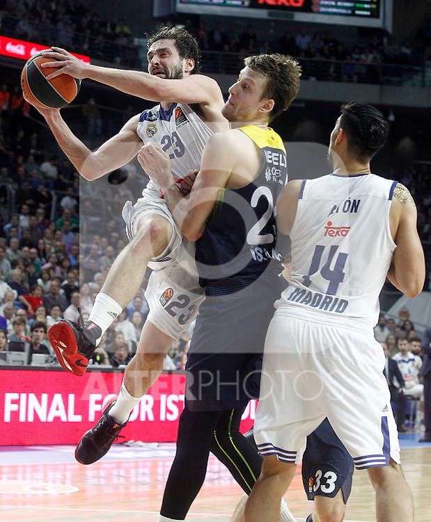 Real Madrid's Sergio Llull (l) and Gustavo Ayon (r) and Fenerbahce Istambul's Jan Vesely during Euroleague, Regular Season, Round 29 match. March 31, 2017. (ALTERPHOTOS/Acero)