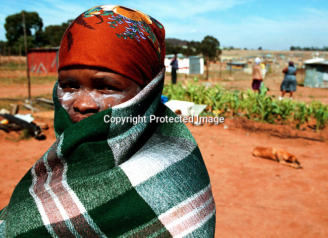 dippcul00016 Culture General. A woman wearing a traditional blanket in Soweto, South Africa. .©Per-Anders Pettersson/iAfrika Photos