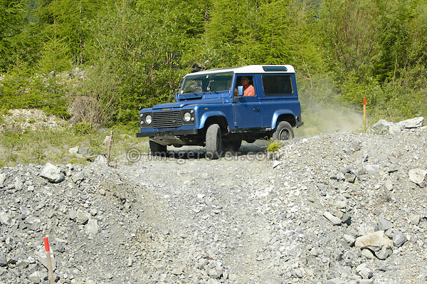 Austria, Boesenstein Offroad Classic, Hohentauern, Steiermark, 25-26.06.2005. Land Rover Defender 90 TD5 Station Wagon, blue metallic with white roof, Reg: VLLR90. --- No releases available. Automotive trademarks are the property of the trademark holder, authorization may be needed for some uses.
