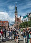 Gdańsk, (woj. pomorskie) 16.08.2014. Widok na Długi Targ i Ratusz Głównego Miasta.