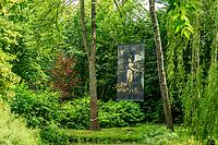 France, Indre-et-Loire (37), Amboise, Jardin et Château du Clos Lucé, reproduction géante dans les arbres, Léda et le Cygne (1508)