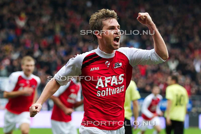 Nederland, Alkmaar,31 oktober 2010.Eredivisie.Seizoen 2010-2011.AZ-Feyenoord (2-0).Brett Holman van AZ juicht na het maken van de 1-0
