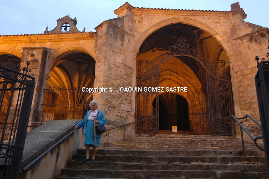 Vista exterior de la iglesia de Santa Maria de la Asuncion del siglo XIII  en la localidad cantabra de Laredo..foto © JOAQUIN GOMEZ SASTRE