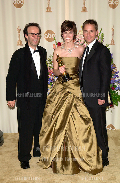 26MAR2000:  Best Actress HILARY SWANK with husband actor CHAD LOWE (right) & Italian actor ROBERTO BENIGNI at the 72nd Academy Awards..© Paul Smith / Featureflash