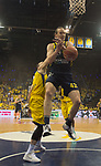 08.05.2018, EWE Arena, Oldenburg, GER, BBL, Playoff, Viertelfinale Spiel 2, EWE Baskets Oldenburg vs ALBA Berlin, im Bild<br /> <br /> Karsten TADDA (EWE Baskets Oldenburg #9)<br /> Dennis CLIFFORD (ALBA Berlin #42 )<br /> Foto &copy; nordphoto / Rojahn