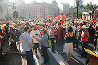 SAO PAULO, SP, 08 MARÇO DE 2012 _ Integrantes de movimentos sociais protestaram em frente a Prefeitura de Sao Paulo.(FOTO: ADRIANO LIMA - BRAZIL PHOTO PRESS)