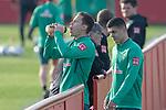 10.01.2020, Sportzentrum RCD Mallorca, Son Bibiloni, ESP, TL Werder Bremen -  Training Tag 07<br /> <br /> im Bild / picture shows <br /> Trinkpause <br /> Niklas Moisander (Werder Bremen #18 Kapitaen)7<br /> Milot Rashica (Werder Bremen #07)<br /> <br /> <br /> Foto © nordphoto / Kokenge