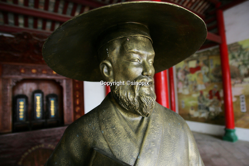 A statue of Su Dongpo, one of the greatest poets of the Song Dynasty at Sugong Temple in Haikou city, Hainan Island, China. Sugong Temple is located in the east side of the Wugong Temple (aka Five Lord Temple and Five Officials' Temple).14 Jan 2005