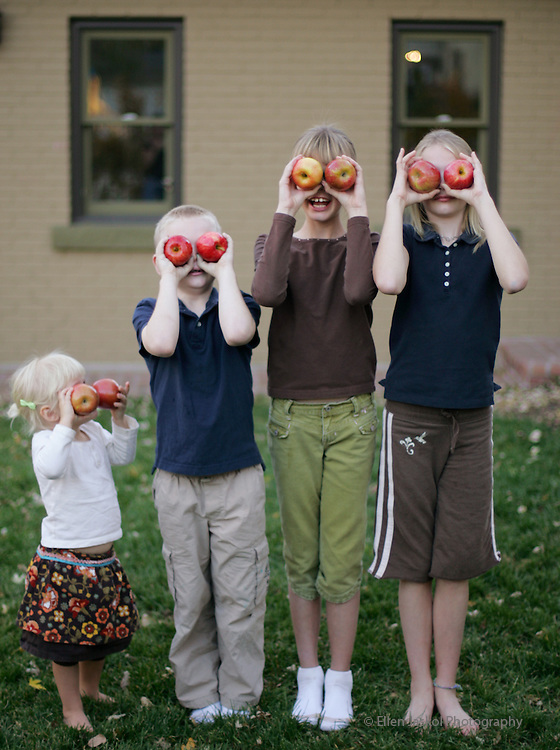 The Berzins family, left to right, Bridget, 2, Patrick, 6, Caroline, 9, and Clare, 10, play with apples in the backyard in Denver on November 8, 2006.  Fitness story about healthy family eating. (ELLEN JASKOL/ROCKY MOUNTAIN NEWS).***Bridget, Patrick, Caroline, and Clare Berzins (mom).***PLEASE SHARPEN