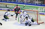 06.10.2019, Mercedes Benz Arena, Berlin, GER, 1.DEL, EISBAEREN BERLIN  VS.  Straubingen Tigers, im Bild <br /> Leonhard Pfoederl (Eisbaeren Berlin #93),<br /> Sandro Schoenberger (Straubingen Tigers #27), Sebastian Vogel (Straubingen Tigers #25), Benedikt Schopper (Straubingen Tigers #10)<br /> <br />      <br /> Foto © nordphoto / Engler