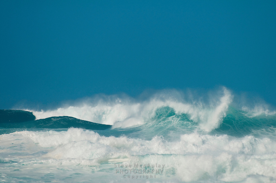 Huge cresting waves at Ke'e Beach, North Shore, Hauai, Hawaii