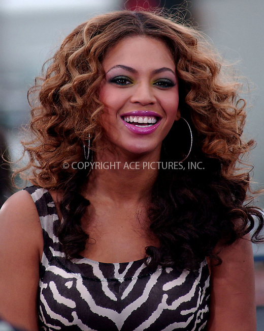 WWW.ACEPIXS.COM . . . . .....April 2, 2007. New York City.....Beyonce performs on CBS The Early Show Concert Series at The Plaza...  ....Please byline: Kristin Callahan - ACEPIXS.COM..... *** ***..Ace Pictures, Inc:  ..Philip Vaughan (646) 769 0430..e-mail: info@acepixs.com..web: http://www.acepixs.com