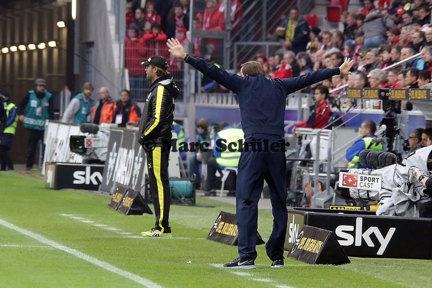 Die Trainer Juergen Klopp (BvB) und Thomas Tuchel (Mainz) sind emotional envolviert mit dem Spiel ihrer Mannschaften