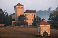 Europe/France/Midi-Pyrénées/81/Tarn/ Livers-Cazelles: Le Chateau et son pigeonnier