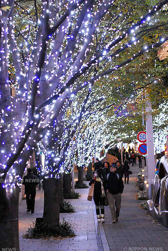 Keyakizaka-dori is lit up as part of Roppongi Hills? Artelligent Christmas in Tokyo (Japan). The area is illuminated from 5 p.m. to 11 p.m. through December 25.