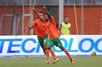 ENVIGADO -COLOMBIA-11-08-2013. Burbano Castillo (D) celebra gol durante el encuentro entre Envigado y Millonarios válido por la fecha 3 de la Liga Postobón II 2013 realizado en el Parque Estadio de la ciudad de Envigado./ Burbano Castillo (R) celebrates a goal during match between Envigado and Millonarios valid for the 3th date of the Postobon League II 2013 at Parque Estadio in Envigado city.  Photo: VizzorImage/Luis Ríos/STR