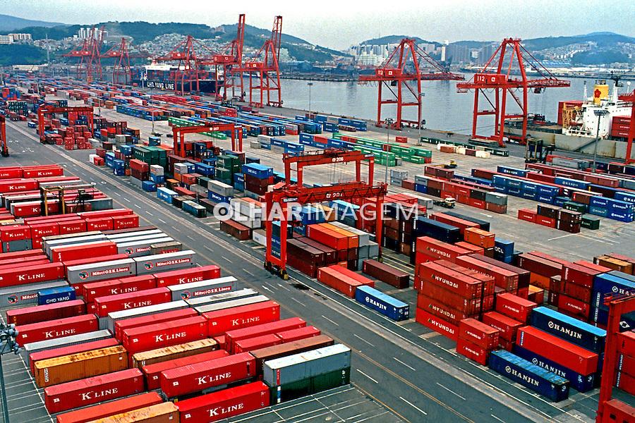 Terminal de cargas no Porto de Pulsan na Coréia do Sul. 1999. Foto de Ricardo Azoury.