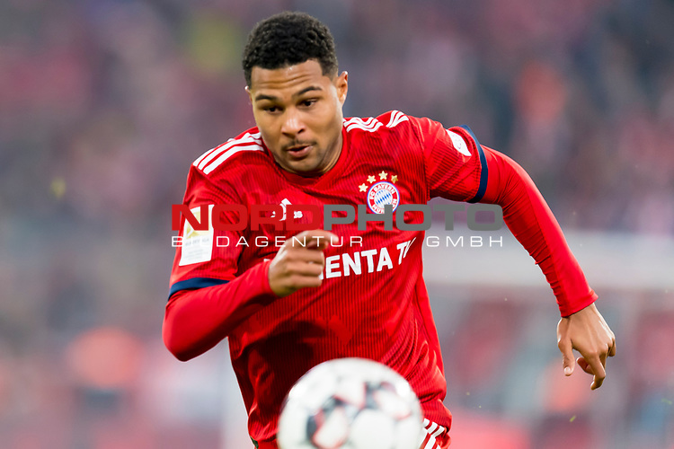 03.11.2018, Allianz Arena, Muenchen, GER, 1.FBL,  FC Bayern Muenchen vs. SC Freiburg, DFL regulations prohibit any use of photographs as image sequences and/or quasi-video, im Bild Serge Gnabry (FCB #22) <br /> <br />  Foto © nordphoto / Straubmeier