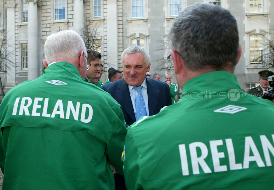 04/10/2007.An Taoiseach Bertie Ahern TD  during a meeting with the defence forces team at Government Buildings, Dublin. The defence forces will be representing Ireland in the World Military Games in Hyderabad, India..Photo: Gareth Chaney Collins