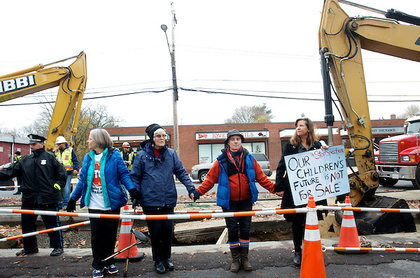 Demonstration and arrests to stop Spectra Lateral Gas Pipeline on Washington Street West Roxbury MA 11.12.15