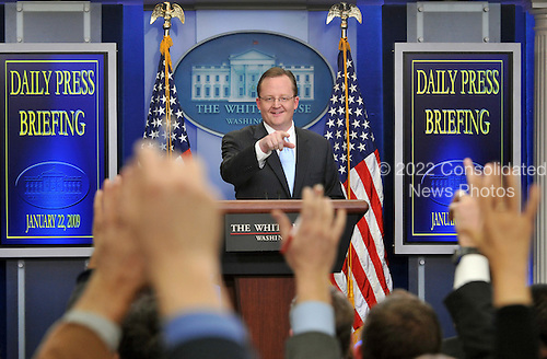 Washington, DC - January 22, 2009 -- White House Press Secretary Robert Gibbs conducts his first press conference in the Brady Briefing Room of the White House in Washington, DC on Thursday, January 22, 2009..Credit: Ron Sachs / CNP.(RESTRICTION: NO New York or New Jersey Newspapers or newspapers within a 75 mile radius of New York City)