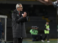 BOGOTA - COLOMBIA, 26-01-2018: Gregorio Perez técnico de Independiente Santa Fe gesticula durante partido con América de Cali por el Torneo Fox Sports 2018 jugado en el estadio Nemesio Camacho El Campin de la ciudad de Bogotá. / Gregorio Perez coach of Independiente Santa Fe gestures during match against America de Cali for the Fox Sports Tournament 2018  played at Nemesio Camacho El Campin Stadium in Bogota city. Photo: VizzorImage / Gabriel Aponte / Staff.